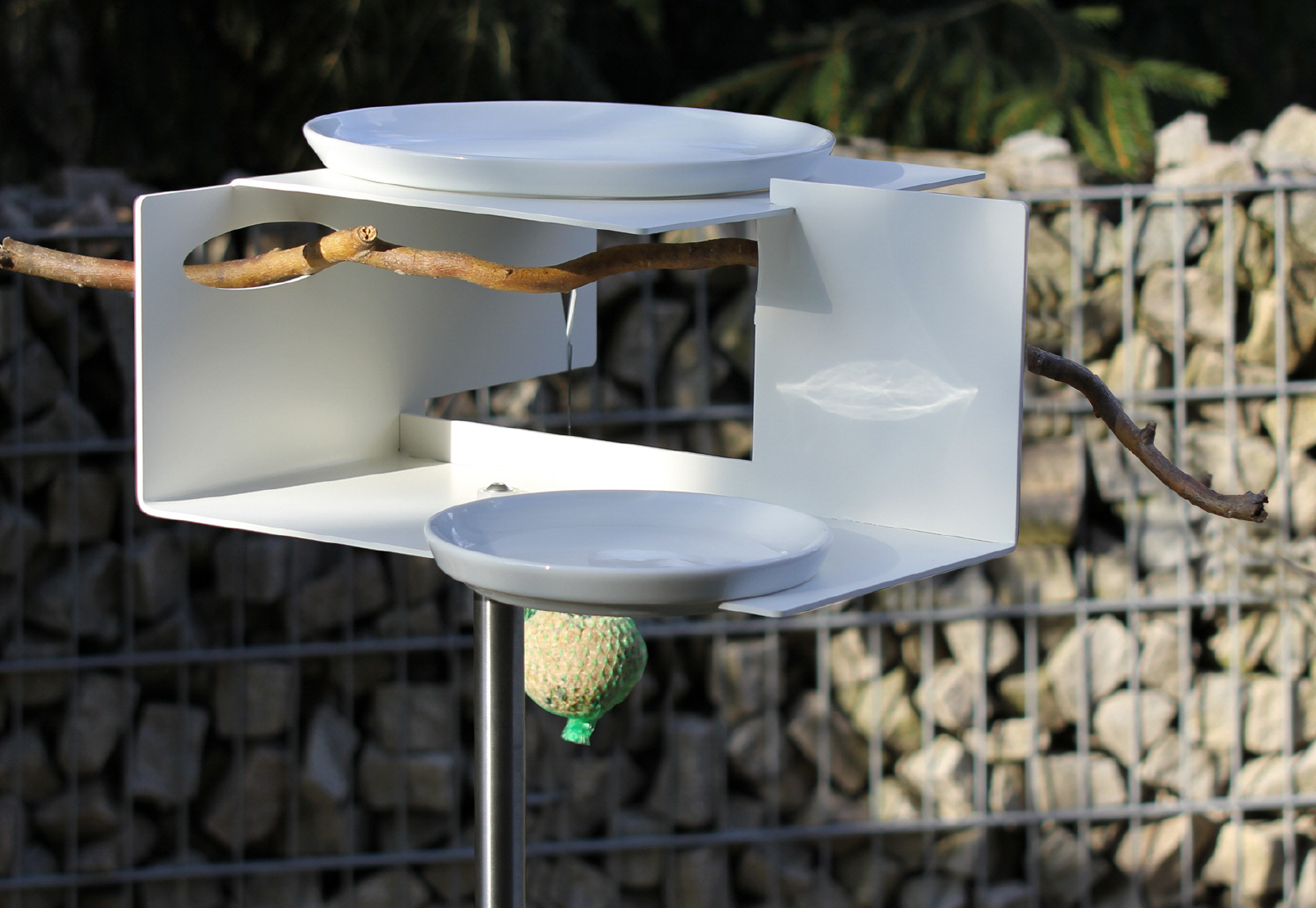 Bird feeder and bird bath with porcelain cups in modern for Design im shop