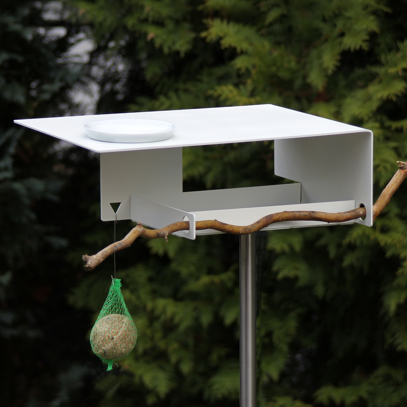 Stainless bird feeder in a modern architecture at design for Design im shop